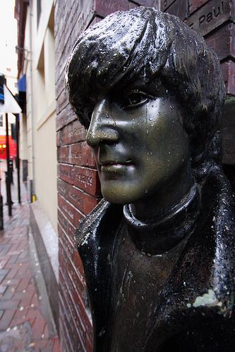 Bust of John Lennon Matthew Street