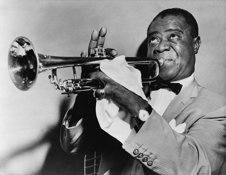 800px-Louis_Armstrong_restored